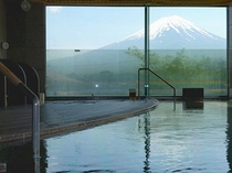 大浴場「水楽」の内風呂でございます