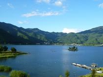 当ホテルの目の前に広がる河口湖-秋
