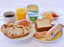 ●ヨーグルト&サラダ付きのパン朝食セット:400円