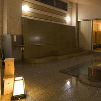 ■花廻湯「大浴場と座り打たせ湯」