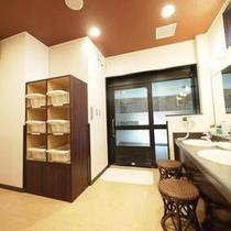 清潔で落ち着いた雰囲気の大浴場。ごゆっくりお過ごしくださいませ。