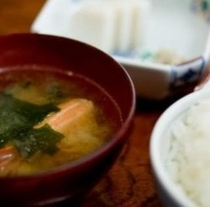 【朝食】美味しいお米と熱々のお味噌汁で充実の一日を!