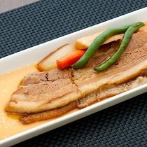 レストランハピナ(ラフテー(三枚肉の角煮)/料理一例)