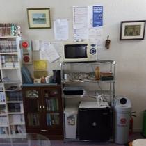 共有スペースに冷蔵庫・電子レンジがございます