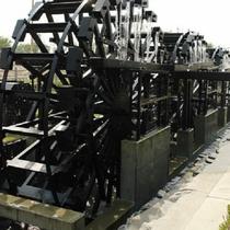 三連水車の里 モニュメント水車