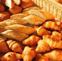 焼きたてパン(朝食時)