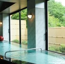 婦人大浴場一例
