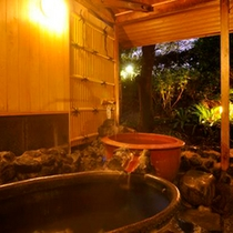 和楽貸切風呂【花水木】壺湯が2つ