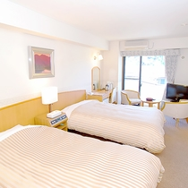ツインルーム ダブルベッドとシングルベッド 無線LAN対応