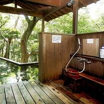 女性露天風呂の洗い場