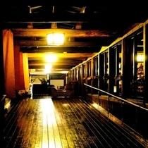三の蔵廊下夜