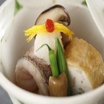 旬の創作懐石料理の一例