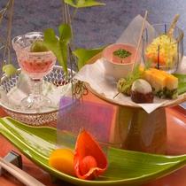 季節の前菜も四季折々の味覚をたのしめる