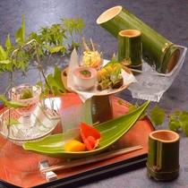 地酒が注がれる竹酒※季節限定のご提供