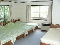 4〜5人用のお部屋です。104