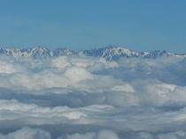 根子岳・四阿山の百名山登山「根子岳山頂からの雲海と北アルプス」