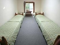 6人用のお部屋です。103