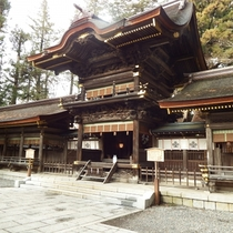 日本三大奇祭のひとつとされる御柱祭が行われる諏訪神社