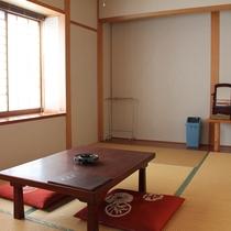 のんびりくつろげる懐かしい雰囲気の和室(6畳)