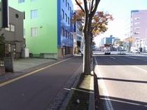 ●駐車場入口①●国道4号線沿い、青森銀行本店の向●