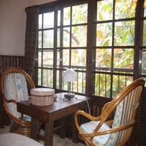 洋室の椅子①