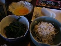 朝食(シラス小鉢卵)