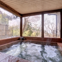 *大理石風呂/自然石の効果を肌で感じるラジウム温泉。長旅の疲れを癒しましょう。