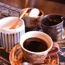 *ぬくもりを感じるコーヒーカップでホッとひと息。寛ぎの時間をどうぞ。