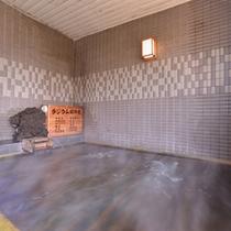 *ひのき風呂/ひのきの香りがほのかに薫るお風呂で、至福のひと時をお過ごし下さい。