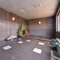 *檜風呂/温かい湯船に浸かり、旅の疲れを癒しましょう。檜の香り漂う浴槽もリラックス効果を促します。