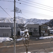 """*宿周辺/自然豊かな越後の六日町。目の前にはカタクリ大群落""""坂戸山""""を一望。"""