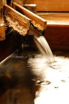 自家源泉から湧き出る天然温泉