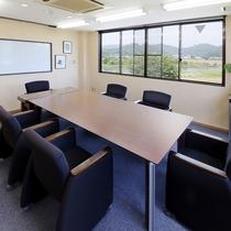 *会議室/研修や各種会議にご利用いただけます(ご希望の際はお問い合わせ)