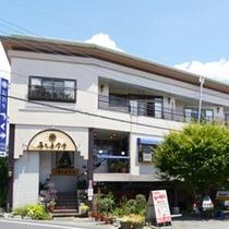 *外観/地元で愛される「喜久屋食堂」を併設した宿。お食事もお楽しみに!