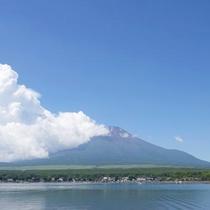 徒歩0分!山中湖と富士山