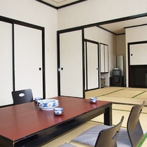 *和室二間一例/8畳+8畳に2.5畳の縁側が付いたゆったりとしたお部屋。