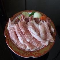 *生ラムと豚トロ/陶板焼きで熱々をお召し上がり下さい。