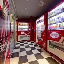 1階には自動販売機コーナーがあります。お好みのドリンクご購入ください。