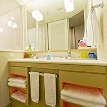Partyルームもバスルームももちろんトイレとセパレート、洗い場付のお風呂☆洗面台も2つで朝の準備も
