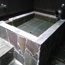 【個室家風呂】貸切でご利用いただける露天風呂です。