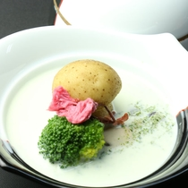【夕食・蓋物】馬鈴薯・牡蠣のほうれん草クリーム仕立て