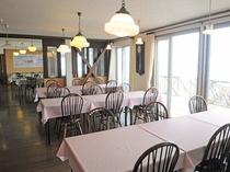 【食堂】海を眺めながらのお食事を楽しめます