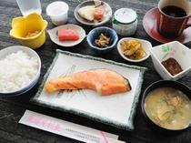 【ご朝食の一例】