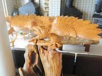 【ロビー】木彫りのオジロワシ