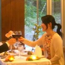 美味しい料理と 美味しいワインで乾杯