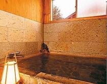 こんこんと湧き出る天然温泉にゆったり入浴を・・・