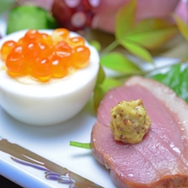 *お夕食一例(前菜)/地元の食材を活かした旬味を多彩に。