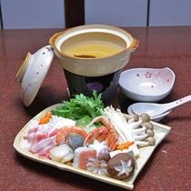 *お夕食一例(鍋物)/もち豚とたっぷりお野菜のお鍋。美味しさはもちろんのこと、体の芯まで温まります。
