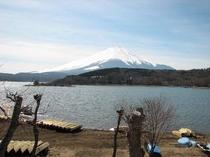 和室10畳から眺める山中湖と富士山