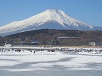 冬の山中湖-ホワイトウィング前から撮りました。